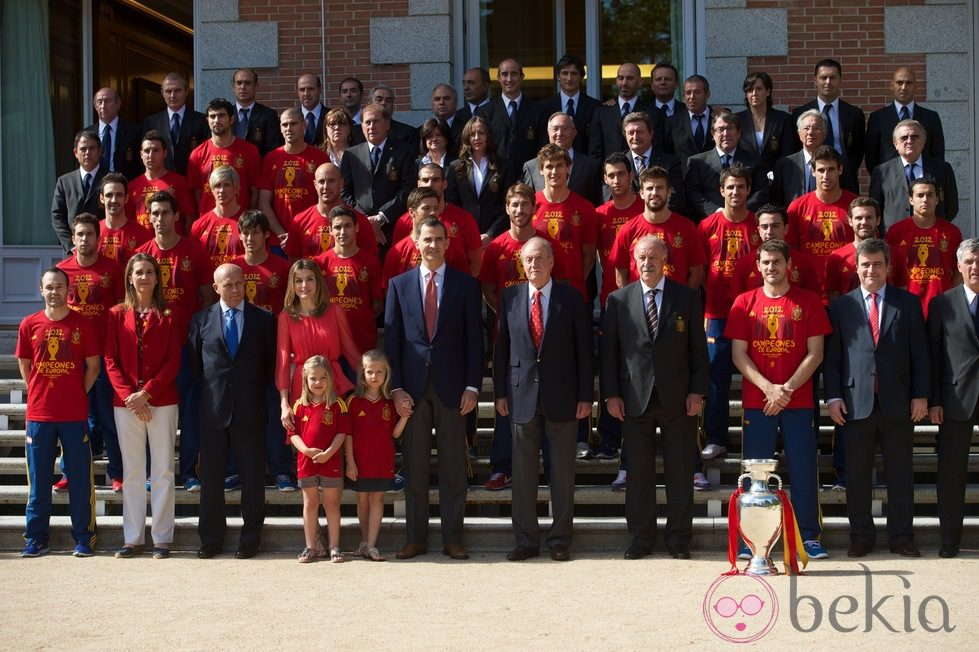 ¿Cuánto mide Andrés Iniesta? - Real height 24268_familia-real-posa-seleccion-espanola-zarzuela