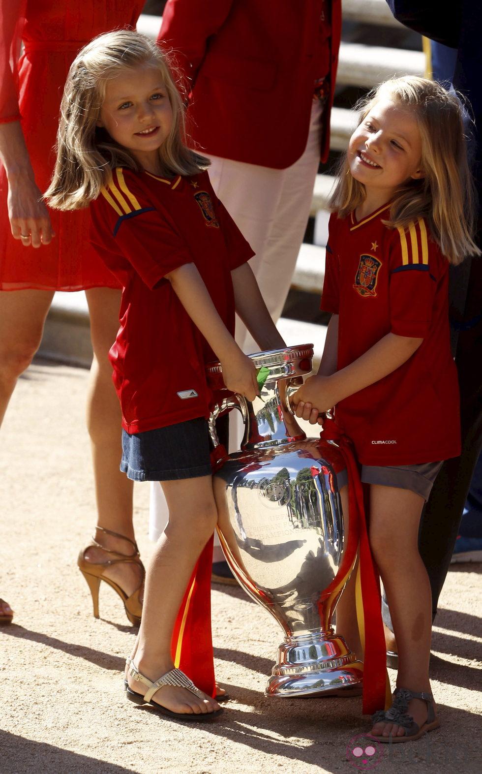 Recepción en Zarzuela a la Selección española 24269_infantas-leonor-sofia-eurocopa-2012