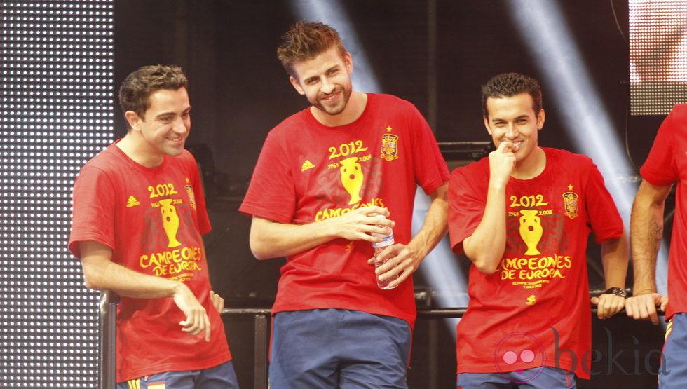 Eurocopa 2012  24355_xavi-pique-pedro-celebracion-eurocopa-2012-cibeles
