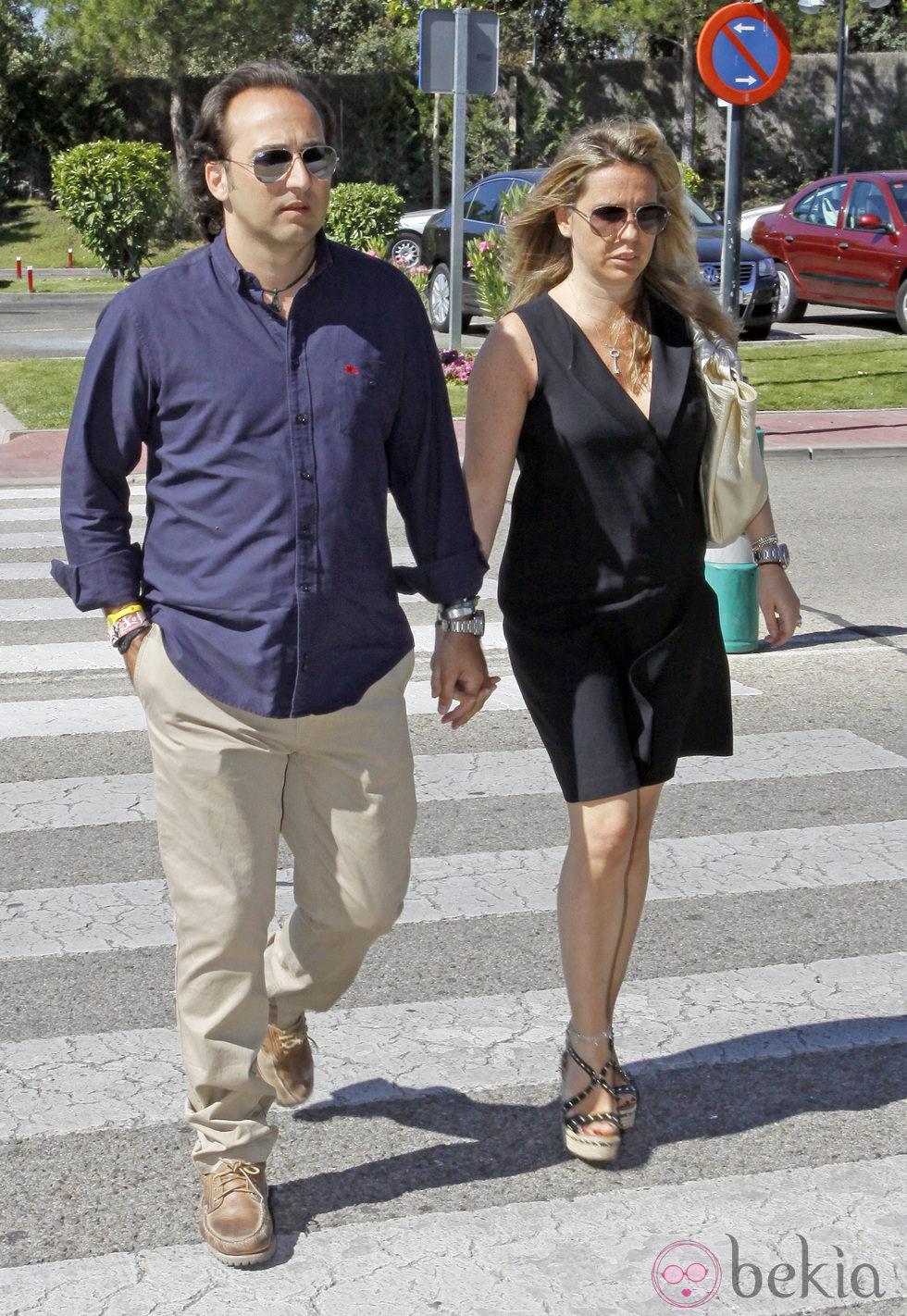 Iker jim nez y su mujer carmen porter en el funeral de for Jaime garrido cuarto milenio