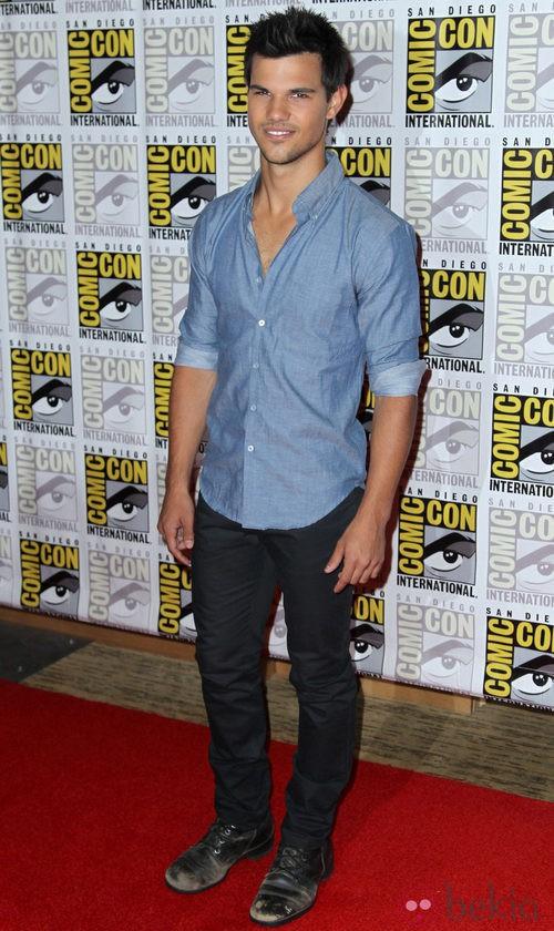 Taylor Lautner en la presentación de 'Amanecer. Parte 2' en la Comic-Con 2012