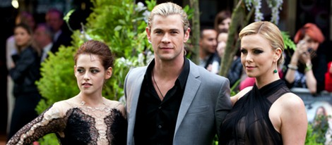 Kristen Stewart, Charlize Theron y Chris Hemsworth en Londres