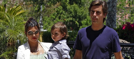 Kourtney Kardashian y Scott Disick con su hijo Mason