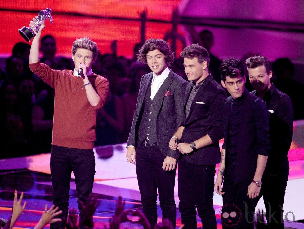 Los One Direction Recogen Su Premio En La Gala De Los MTV Video Music