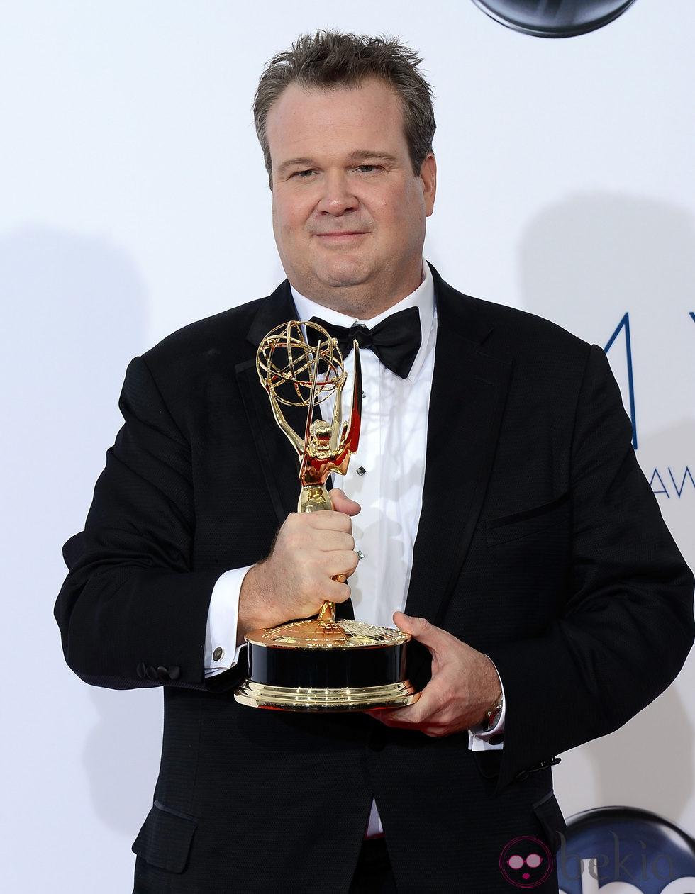 Eric Stonestreet con su Emmy 2012 por  Modern Family Eric Stonestreet Modern Family