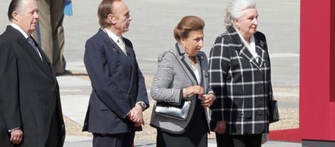 La Infanta Pilar, los Duques de Soria y el Duque de Calabria en el Palacio Real
