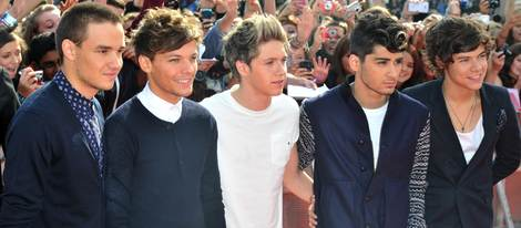 One Direction en la llegada a los Teen Awards 2012
