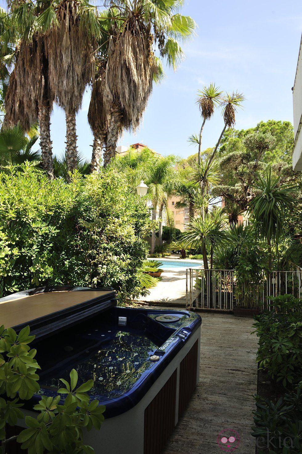 Vistas del jacuzzi y la piscina de la casa de 39 gand a - La casa del pintor gandia ...