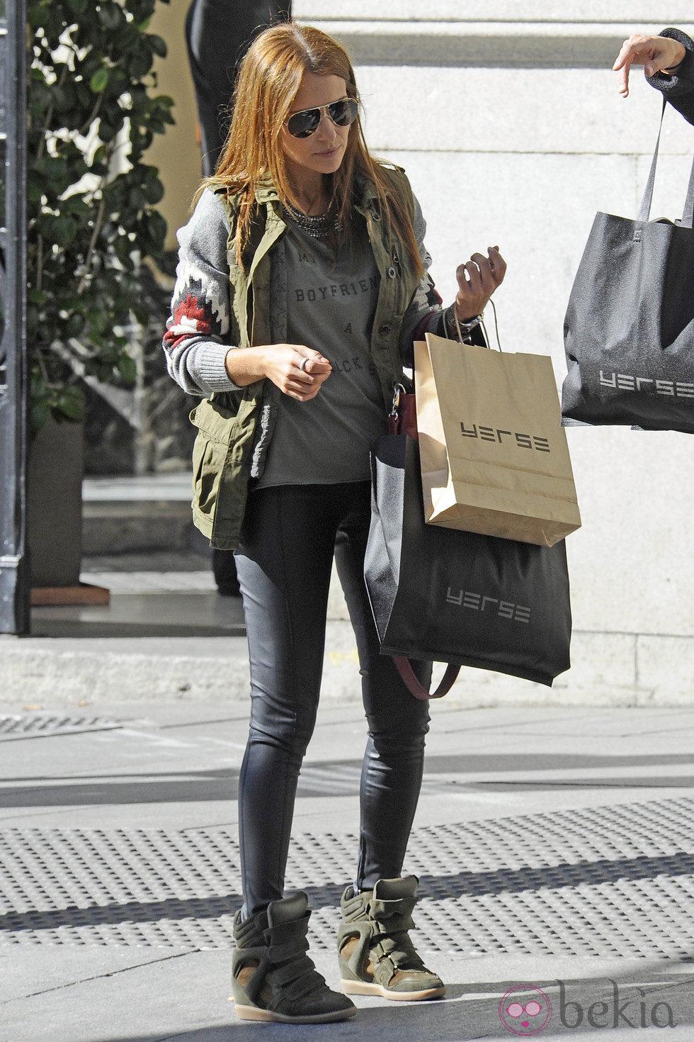 Paula Echevarría pasea por la calle tras un día de compras