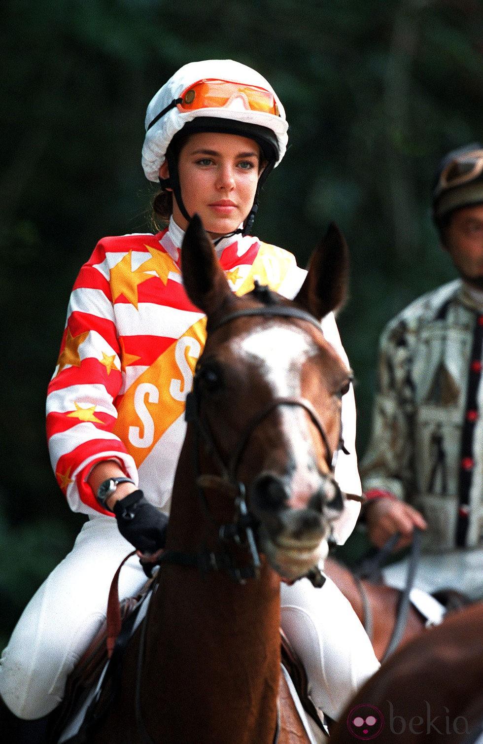 3250_carlota-casiraghi-montando-a-caballo-en-2001-en-fontainebleau.jpg