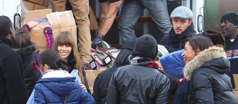 Justin Timberlake y Jessica Biel ofreciendo su ayuda a las víctimas de Sandy