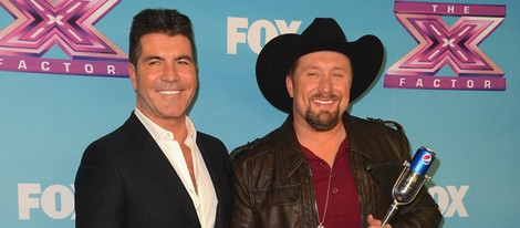 Simon Cowell y Tate stevens en la gala final de 'The X Factor'