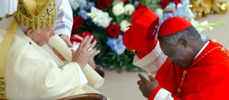 """El Papa renuncia: """"Ya no tengo fuerzas"""" [Peter Turkson será el proximo y ultimo Papa, y luego el Falso Profeta del Apocalipsis] 35427_peter-turkson-benedicto-xvi_m"""