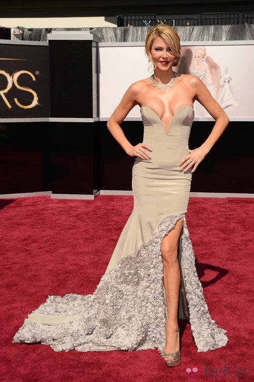 Brandi Glanville en la alfombra roja de los Oscar 2013