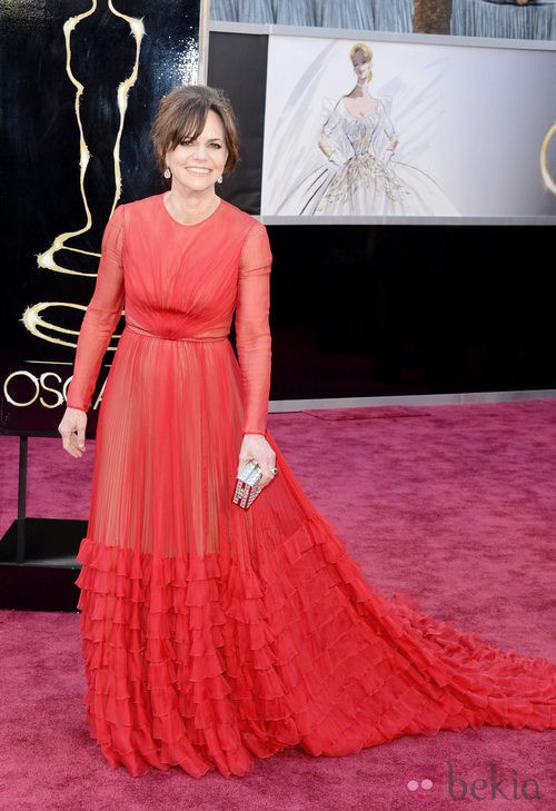 Sally Field en la alfombra roja de los Oscar 2013