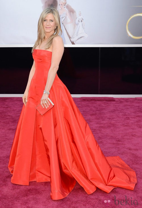 Jennifer Aniston en la alfombra roja de los Oscar 2013