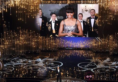 Michelle Obama anunciando el galardón a mejor película de los Oscar 2013
