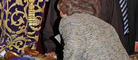 La Reina Sofía besa al Cristo de Medinaceli