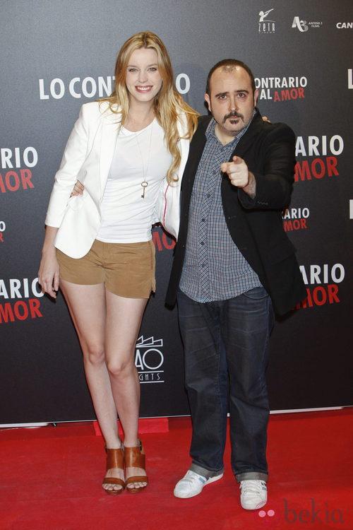 Carolina Bang y Carlos Areces en el estreno de 'Lo contrario al amor' en Madrid