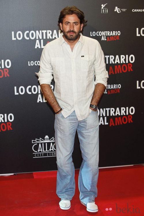 Antonio Garrido en el estreno de 'Lo contrario al amor' en Madrid