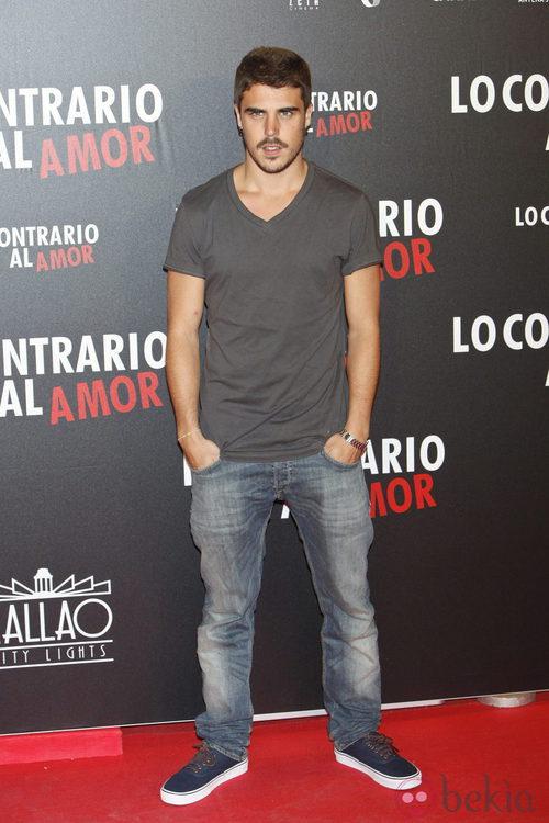 Javier Hernández en el estreno de 'Lo contrario al amor' en Madrid