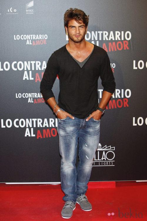 Maxi Iglesias en el estreno de 'Lo contrario al amor' en Madrid
