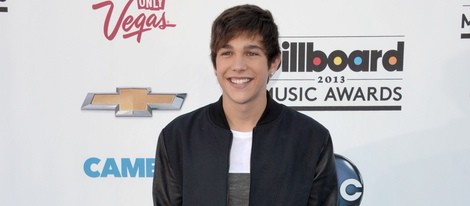 Austin Mahone en la alfombra roja de los Billboard Music Awards 2013