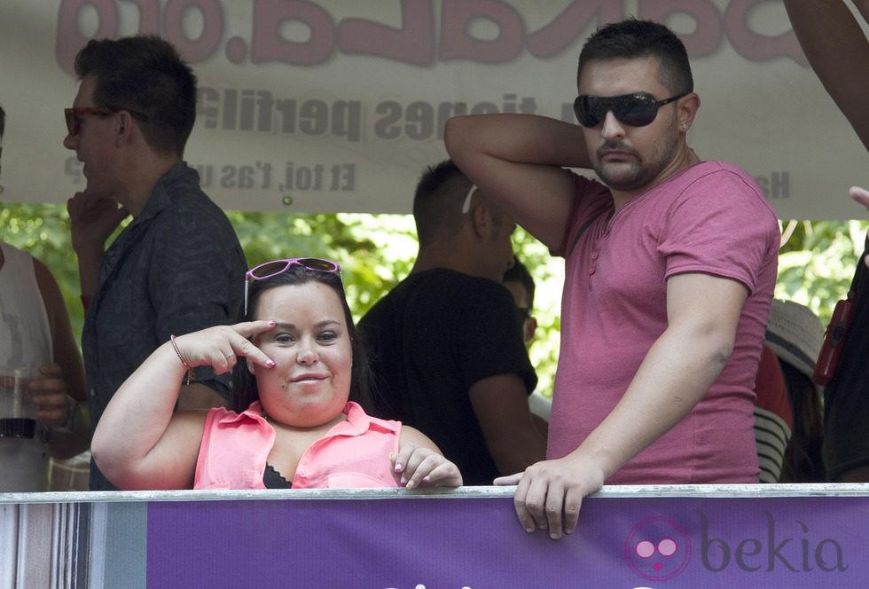 Belen Esteban...... - Página 2 43937_almudena-fernandez-chiqui-marido-borja-desfile-orgullo-gay-2013