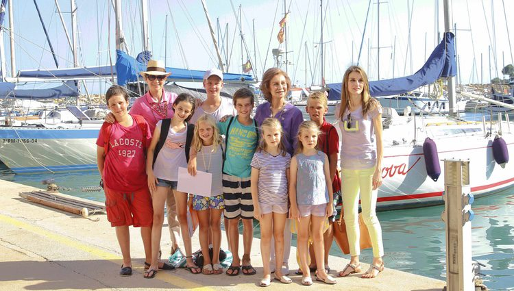 La Infanta Elena, la Reina Sofía y la Princesa Letizia con los pequeños de la Familia Real en Mallorca