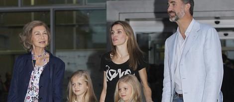 La Reina Sofía, los Príncipes de Asturias y las Infantas Sofía y Leonor visitan al Rey en el hospital