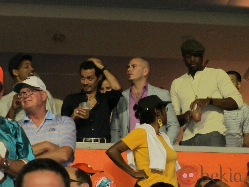 Will Smith, Marc Anthony y Pitbull viendo un partido de fútbol americano en Miami 5826_will-smith-marc-anthony-y-pitbull-viendo-un-partido-de-futbol-americano-en-miami