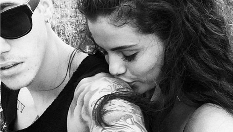 Selena gomez biceps