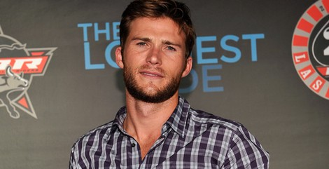 Scott Eastwood facial hair