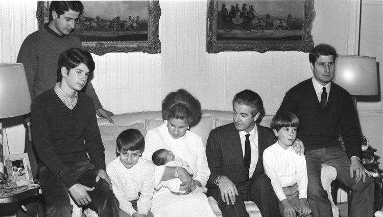 Pin La Madre De Los Hijos De Luis Miguel Acompañó La Imagen Con El ...