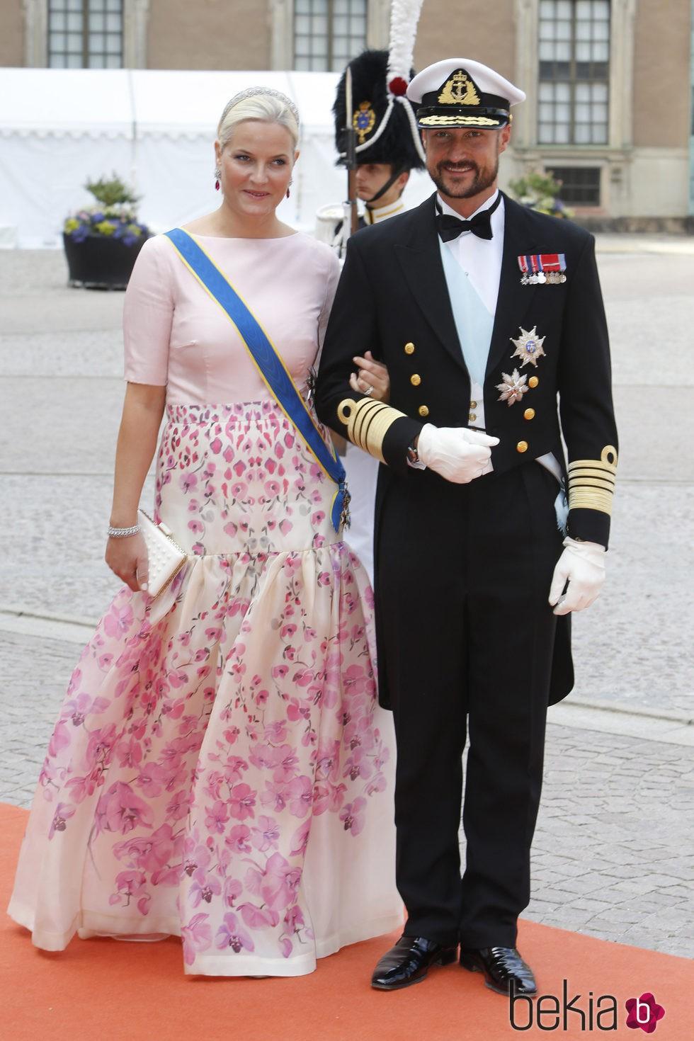 75942_haakon-mette-marit-noruega-boda-caros-felipe-sofia.jpg