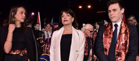 Estefanía de Mónaco junto a sus hijos Pauline y Louis Ducruet en el 40 aniversario del Festival de Circo de Monte Carlo