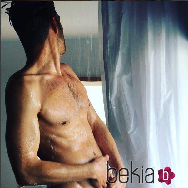 foto ducha desnudo: