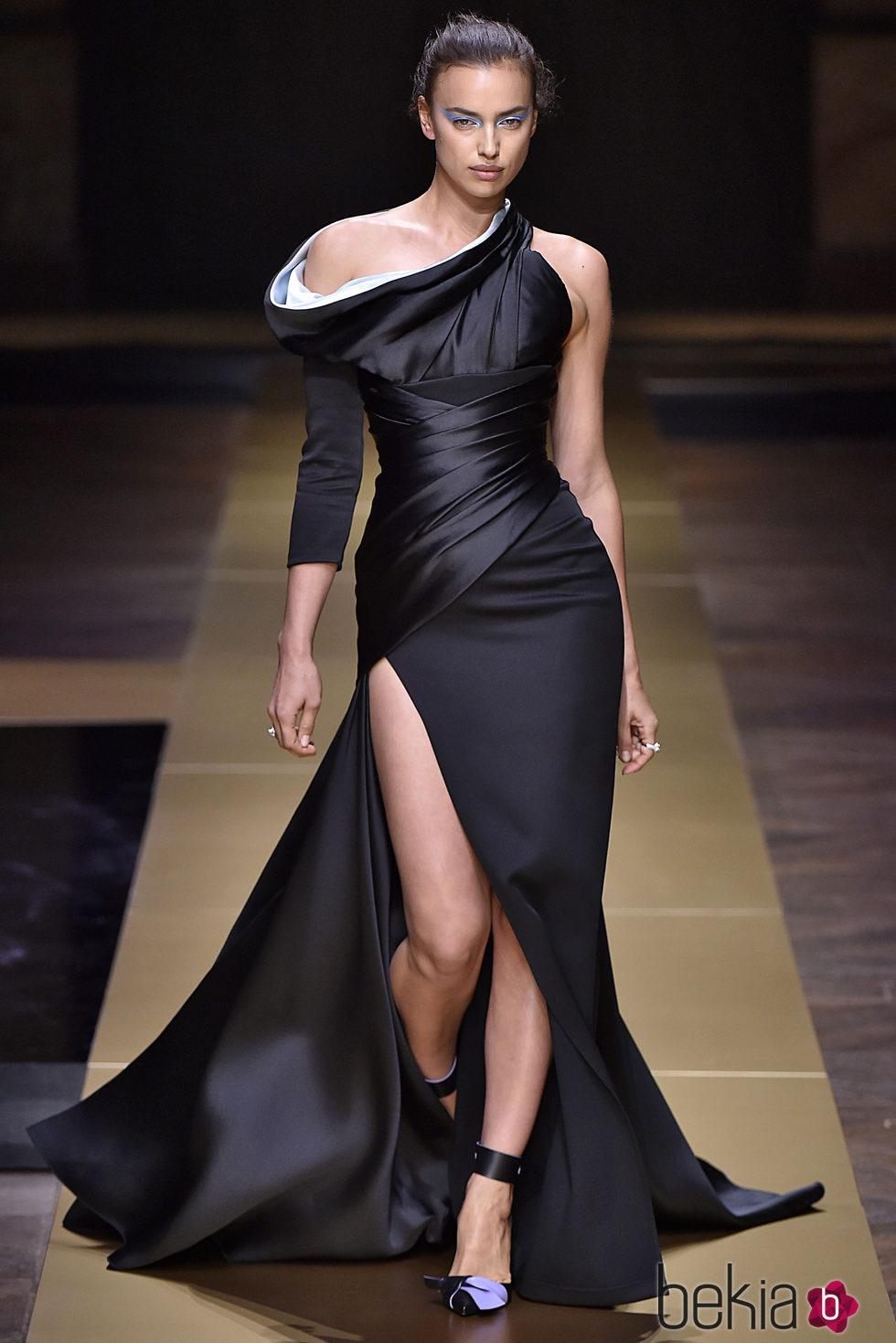Irina Shayk en el desfile de Atelier Versace en la Alta Costura de ...