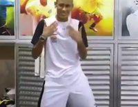 Neymar baila 'Ai se eu te pego'