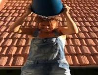 Manuela Velasco cumple con el reto Ice Bucket Challenge