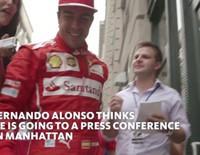 Sorprenden a Fernando Alonso con un flashmob en Nueva York