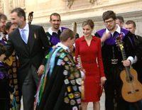 La tuna acompaña a los Reyes Felipe y Letizia en el Premio Cervantes 2014