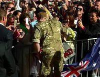 El Príncipe Harry, 'atacado' por una joven que le besó y le pidió matrimonio