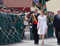 La Reina Letizia rompe el protocolo y se quita el negro ante la Guardia Civil
