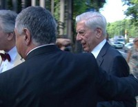 Mario Vargas Llosa reaparece con su hijo Álvaro en pleno escándalo con Isabel Preysler y Patricia Llosa