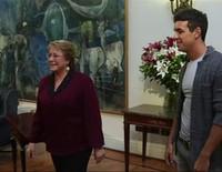 Antonio Banderas y Mario Casas, recibidos por Michelle Bachelet en Chile por el estreno de 'Los 33''
