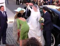 Eva González el día de su boda con Cayetano Rivera vestida de Pronovias