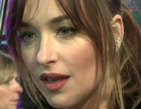 Dakota Johnson paraliza Londres para estrenar 'Mejor... solteras'