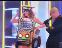 Sofia Vergara y Pitbull interpretando 'El Taxi' en los Premios Grammy 2016