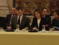 Los Reyes Felipe y Letizia, en el punto de mira por sus mensajes a Javier López Madrid